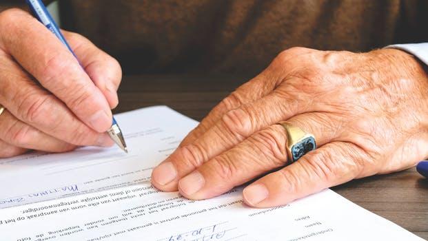 Conseiller en gestion immobilière - Relire et authentifier les documents avant signature